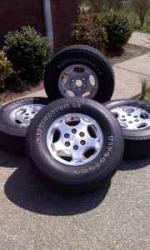 16 in Factory Chevy Wheels - $300 (Lebanon)