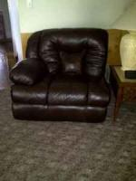 Red leather chair - $50 (Chillicothe)