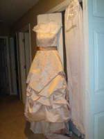 Wedding Dress- WHAT A STEAL!!! - $200 (Lynchburg )